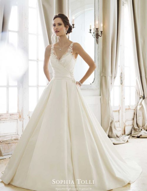 These Bridal Gowns Provide Both Clic And Couture Designs Including Strapless Ball A Line Dresses Halters Slim Skirts